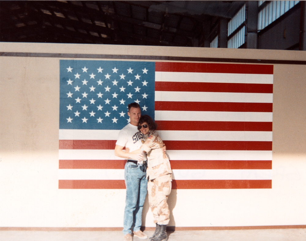 couple-and-flag-1000